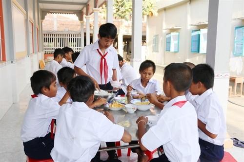 Una pagoda activa en la ayuda a los estudiantes necesitados a acceder a la educación - ảnh 2