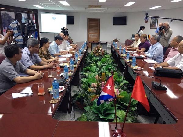 Vietnam y Cuba incrementan la cooperación sindical - ảnh 1