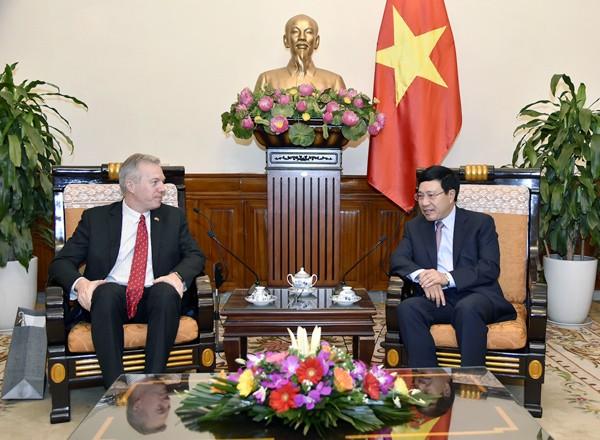 Vietnam aprecia los aportes del embajador estadounidense en Hanoi a los lazos bilaterales - ảnh 1
