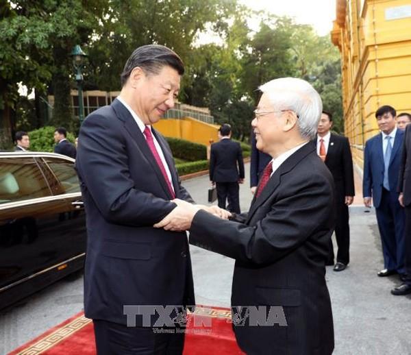 Máximo líder político de Vietnam recibe al líder chino, Xi Jinping - ảnh 1