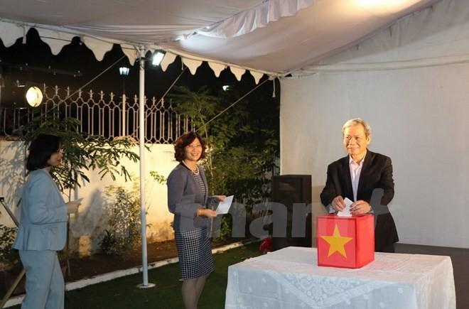 La Embajada de Vietnam en la India recauda fondos en apoyo a las víctimas del huracán Damrey - ảnh 1