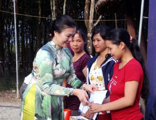 Localidades vietnamitas siguen conmemorando el 87 aniversario del Día del Frente de la Patria - ảnh 1