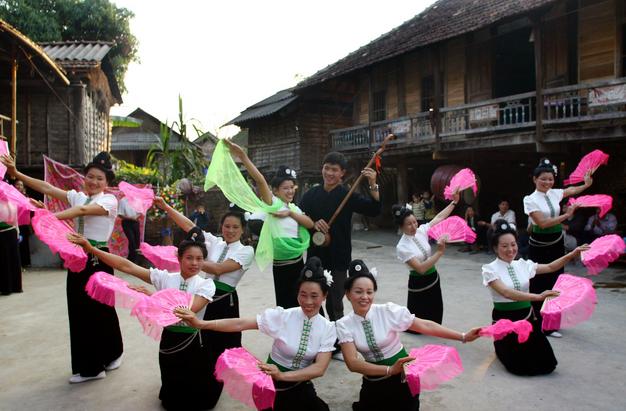Mujeres de la etnia Tay en la comuna de Ta Chai contribuyen al turismo comunitario - ảnh 2