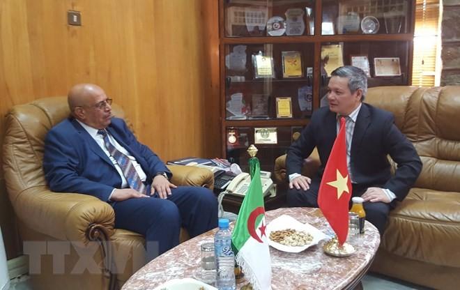 Vietnam y Argelia impulsan la cooperación territorial en materia de economía y comercio - ảnh 1