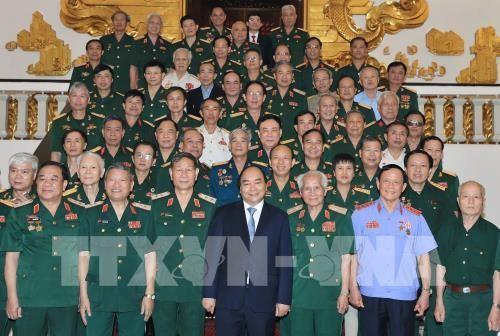 Jefe del Ejecutivo de Vietnam ensalza la tradición revolucionaria del Ejército - ảnh 1