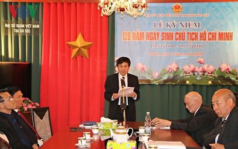 Conmemoran los 128 años del natalicio del presidente Ho Chi Minh en República Checa y Rusia - ảnh 1