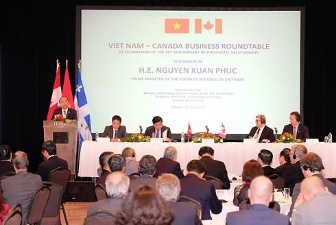 Vietnam invita a los empresarios canadienses a invertir en los sectores trascendentales del país  - ảnh 1