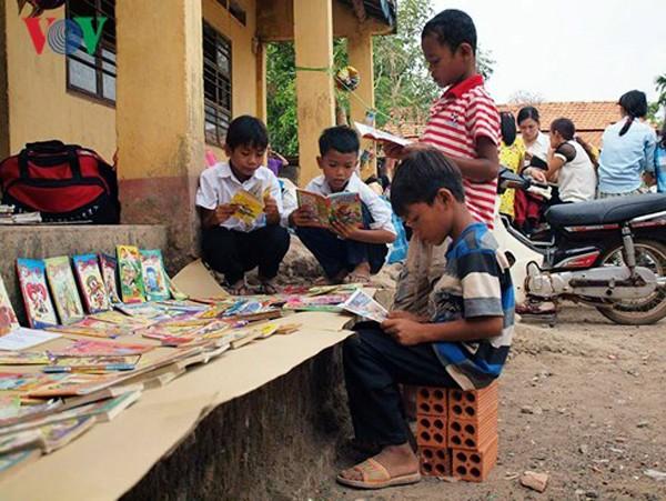 """El grupo """"Querido Domingo"""" y su aspiración de construir 1001 bibliotecas en zonas difíciles - ảnh 1"""