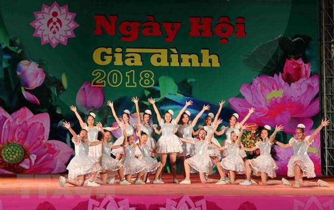 Vibrantes actividades en vísperas del Día de la Familia de Vietnam 2018 - ảnh 1