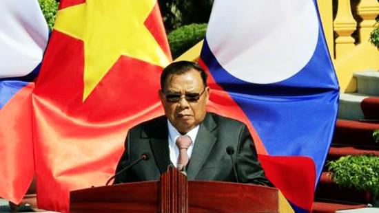 Máximo líder político de Laos visita Vietnam - ảnh 1