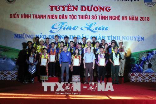 Honran a 25 jóvenes étnicos más destacados en movimientos emulativos para el desarrollo de Nghe An - ảnh 1