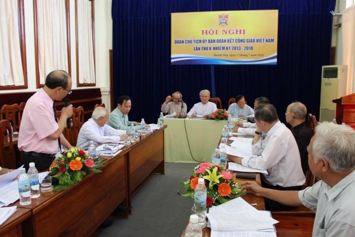 Comunidad de cristianos vietnamitas contribuye a la unidad y desarrollo nacional - ảnh 1
