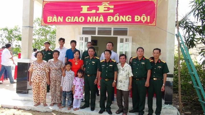 La provincia de Soc Trang, ejemplo de las actividades de gratitud a personas meritorias - ảnh 2