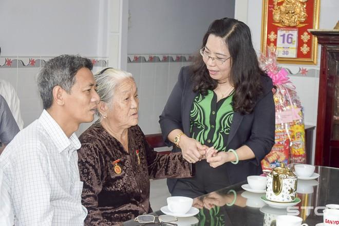 La provincia de Soc Trang, ejemplo de las actividades de gratitud a personas meritorias - ảnh 1