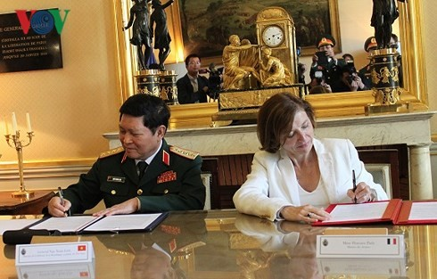 リック国防大臣、フランスを訪問中 - ảnh 1