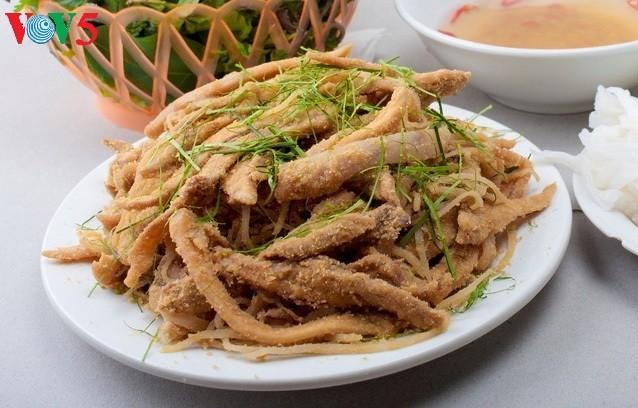 Pollo Dong Tao conquista el paladar de los turistas en Hung Yen - ảnh 3