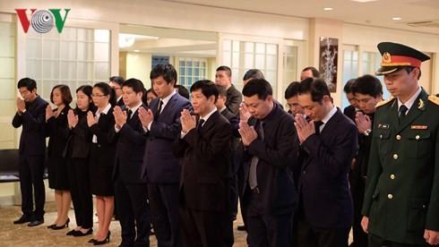 Representación diplomática de Vietnam en Japón rinde tributo a su exlíder politico Do Muoi - ảnh 1