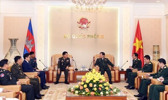 Vietnam y Camboya consolidan cooperación en defensa  - ảnh 1