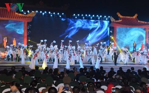 Celebran vibrantes actividades conmemorativas de 74 años del Ejército Popular de Vietnam - ảnh 2