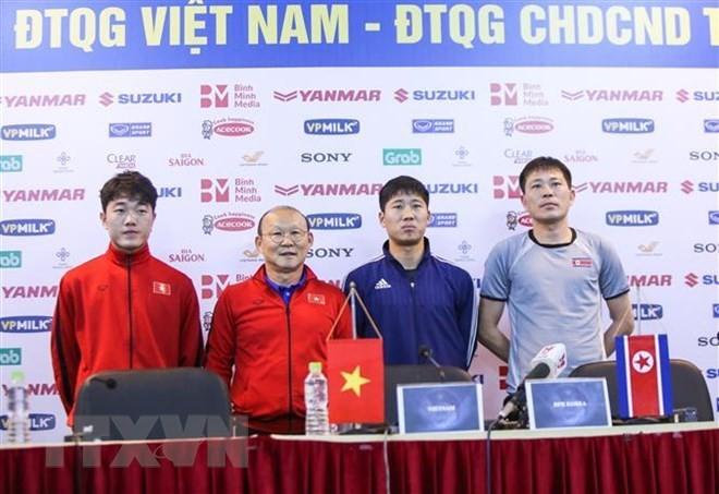 Selección de fútbol de Vietnam compite con Corea del Norte en encuentro amistoso - ảnh 1