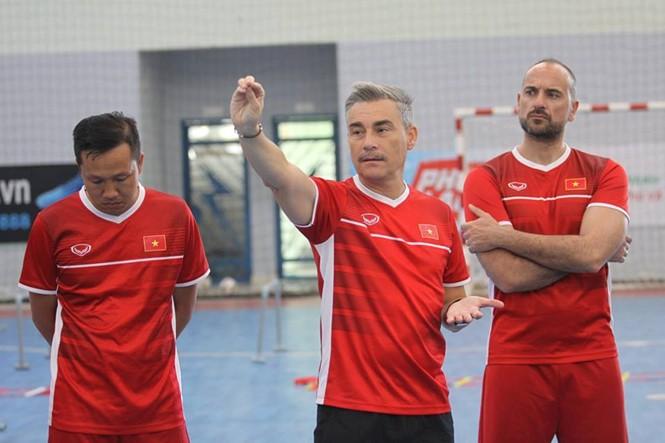 Equipo de fútbol sala de Vietnam entrenará en España  - ảnh 1