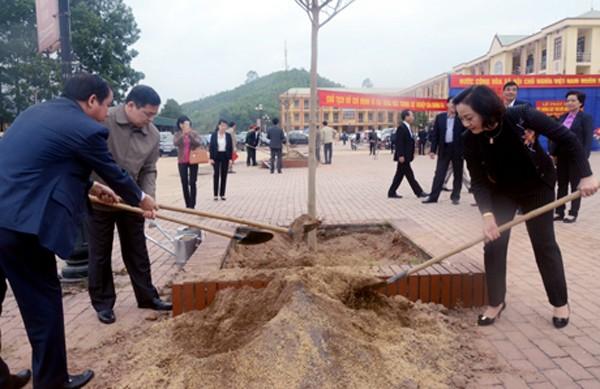 Provincia de Yen Bai revitaliza el medio ambiente con el Festival de Siembra de Árboles 2019 - ảnh 2