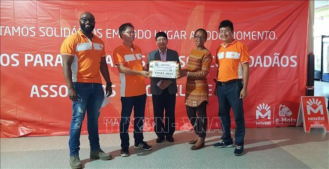 Empresa vietnamita Movitel en Mozambique entrega ayuda humanitaria a víctimas del huracán Idai - ảnh 1