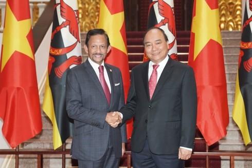 Jefe de Ejecutivo recibe al sultán de Brunei - ảnh 1