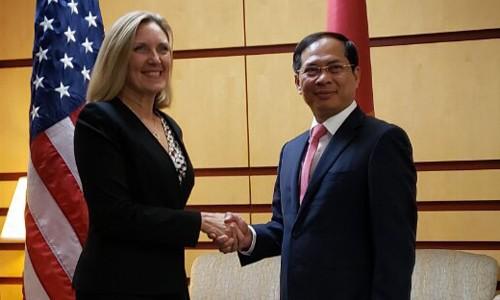 Vietnam y Estados Unidos fortalecen cooperación en política, seguridad y defensa - ảnh 1