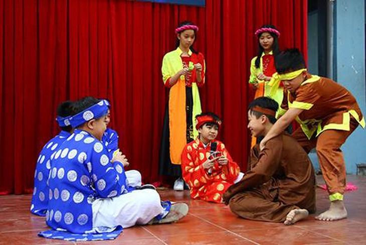 Escenificación de obras literarias, nuevo método de enseñanza en escuelas vietnamitas - ảnh 1