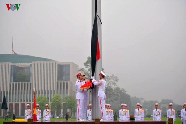 Ciudadanos vietnamitas expresan el dolor ante la muerte del expresidente Le Duc Anh - ảnh 1