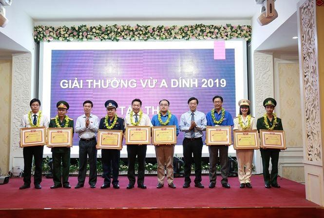 Vietnam honra los aportes de jóvenes étnicos al desarrollo nacional - ảnh 1