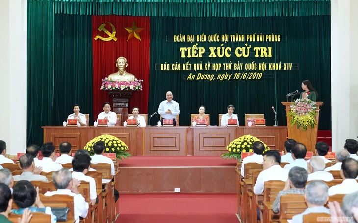 Jefe del Gobierno vietnamita se reúne con electores de Hai Phong  - ảnh 1