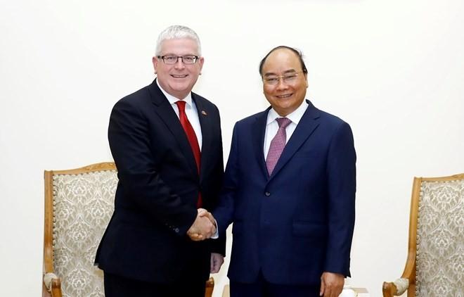 Jefe del Gobierno vietnamita destaca aportes del embajador australiano a las relaciones bilaterales - ảnh 1