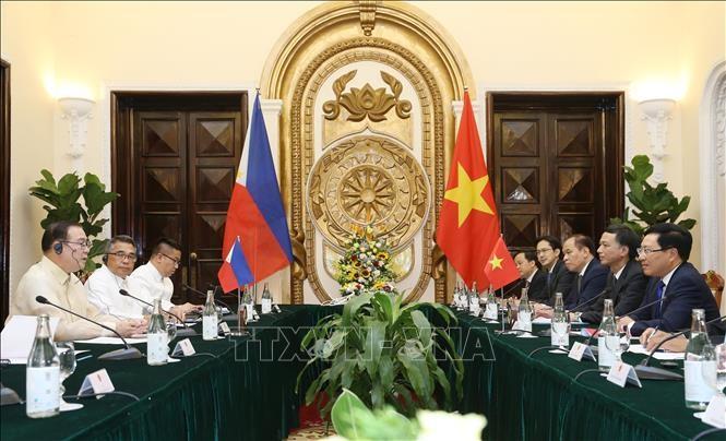 Canciller filipino conversa con su par vietnamita sobre cooperación multisectorial - ảnh 1