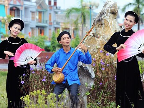 El color índigo y el encanto del vestuario típico de los Tay - ảnh 1