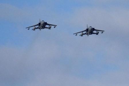 La coalición liderada por EE.UU. ataca a un convoy militar del Gobierno sirio  - ảnh 1