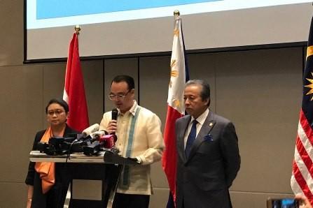 Filipinas, Indonesia y Malasia fortalecen cooperación contra Estado Islámico - ảnh 1