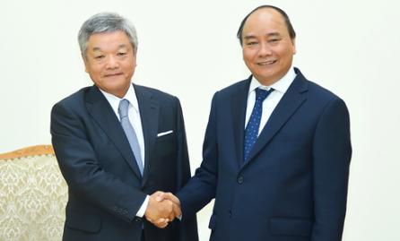 El primer ministro vietnamita recibe al presidente de la corporación japonesa de Nikkei  - ảnh 1