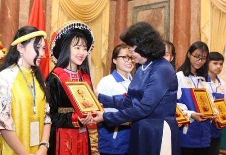 El Partido y el Estado de Vietnam otorgan gran importancia a la generación joven  - ảnh 1