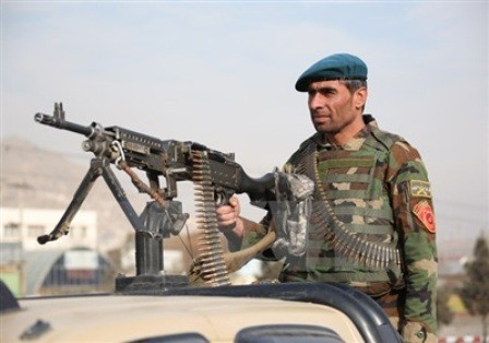 20 insurgentes muertos en ataque aéreo en Afganistán - ảnh 1