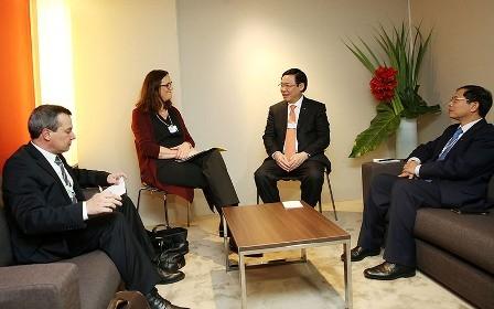 El vice primer ministro Vuong Dinh Hue concluye su agenda en Davos - ảnh 2