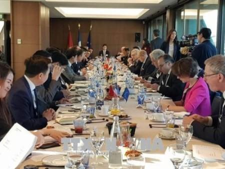 Vietnam y Francia comparten experiencias sobre la construcción de un gobierno electrónico - ảnh 1