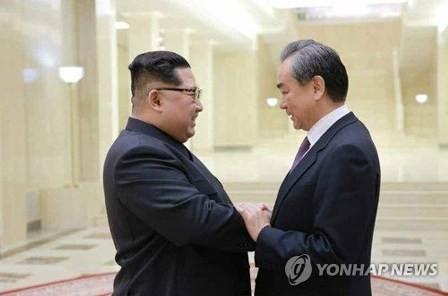 Kim Jong-un se reúne con canciller chino tras conversaciones intercoreanas - ảnh 1
