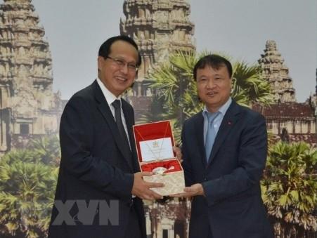 Vietnam y Camboya fortalecen el intercambio comercial - ảnh 1