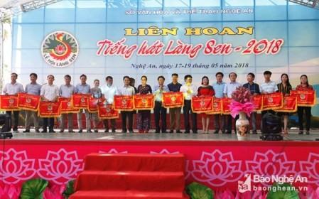 Más actividades en conmemoración del 128 aniversario del natalicio del presidente Ho Chi Minh  - ảnh 1