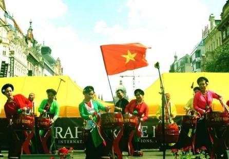Vietnam resalta en el festival de arte internacional de la República Checa - ảnh 1