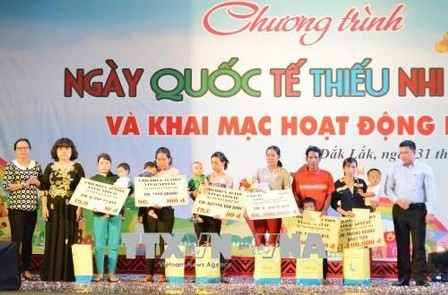 Actividades en conmemoración del Día Internacional de la Infancia en Vietnam - ảnh 1