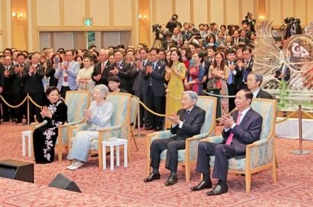 Celebran en Tokio el 45 aniversario de los vínculos diplomáticos entre Vietnam y Japón - ảnh 1