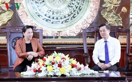 Jefa del Parlamento de Vietnam se reúne con autoridades de Bac Lieu - ảnh 1
